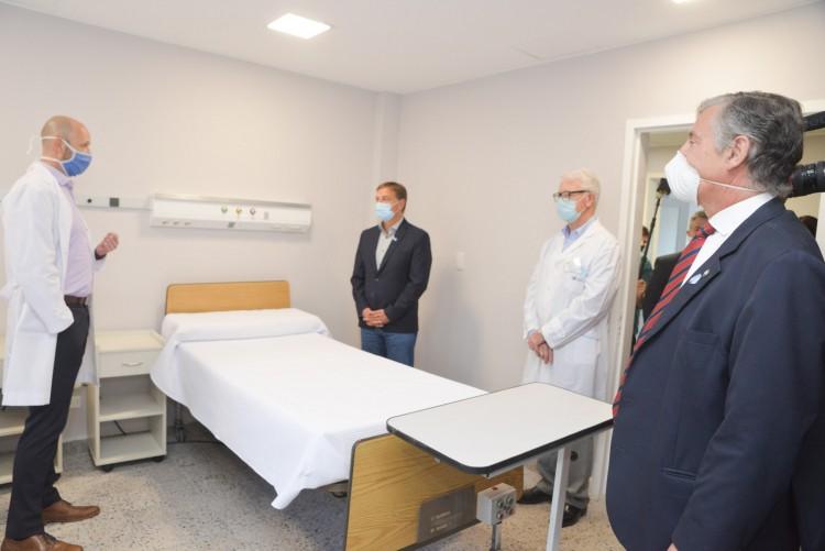 Todo un hito: el Hospital Universitario ya aloja a pacientes en su Internación