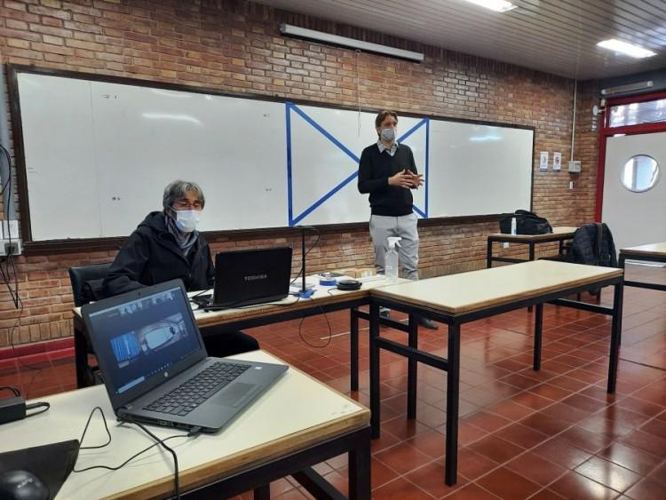 Ingeniería suma nuevo equipamiento de enseñanza bimodal simultánea