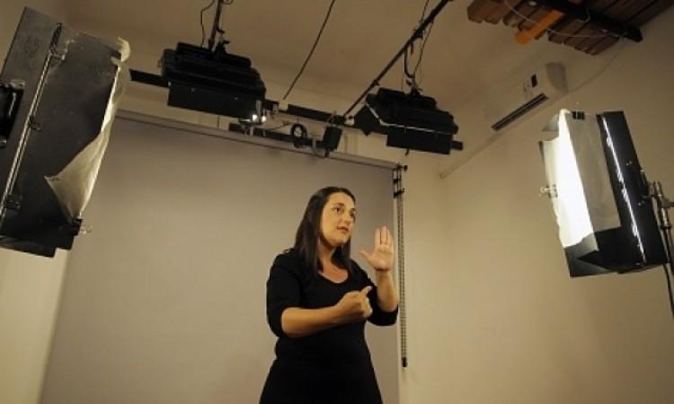 Intérpretes de Lengua de Señas de la UNCuyo prestan servicios en la televisión local
