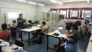 Volvieron las clases prácticas en los laboratorios del ITU
