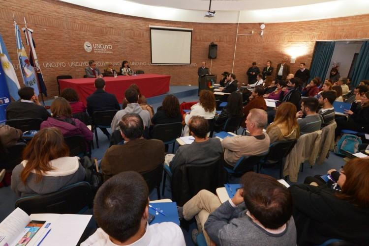 Debaten sobre la protección de las producciones científicas y tecnológicas