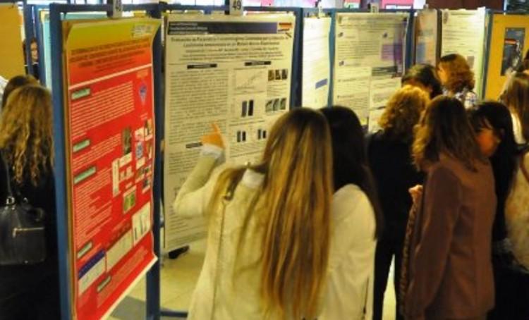 Enseñan a diseñar y elaborar posters científicos