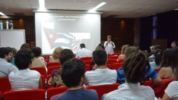 Médica cubana disertó sobre el sistema de salud en su país