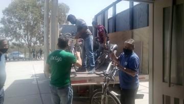 Socios del Club UNCUYO donaron bicicletas y materiales de construcción a una escuela de Lavalle