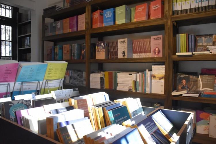 Suelta de libros en el Campus