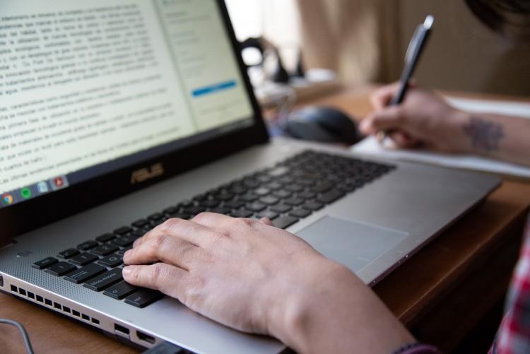 Docentes pueden sumar sus cátedras a un catálogo internacional para intercambios virtuales