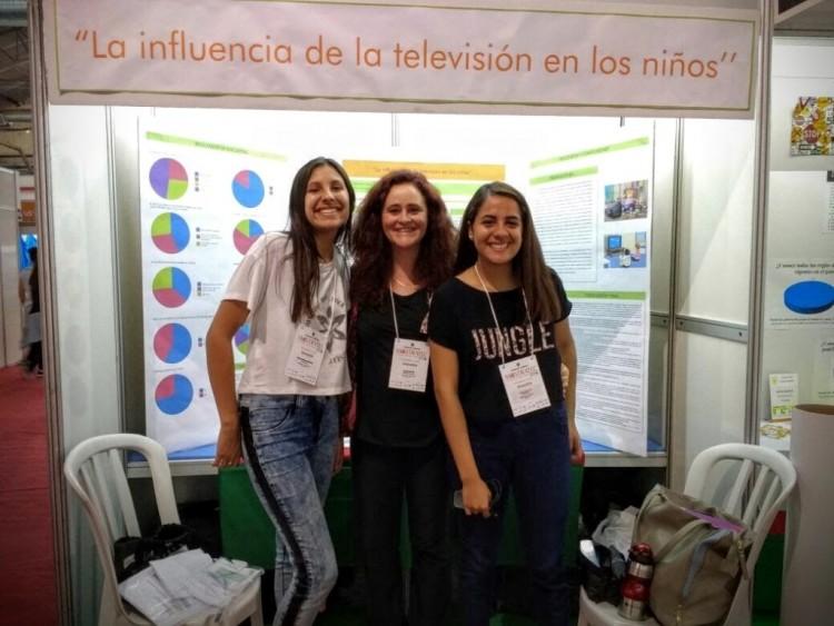 Estudiantes del Magisterio hablaron de la televisión en una feria internacional