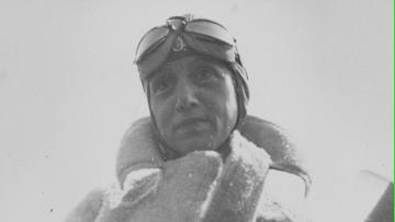 Muestra de fotos rescata la vida de la primera aviadora en cruzar los Andes