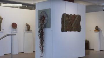 El arte de ceramistas mendocinos se exhibe en el Rectorado
