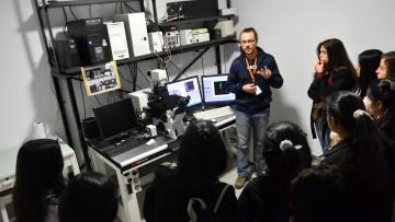 Jóvenes recorrerán laboratorios y aprenderán de ciencia