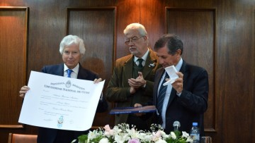Fundador de Dentistas sin Fronteras recibió Honoris Causa