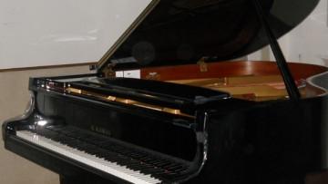 Estrenan dos nuevos pianos para carreras musicales