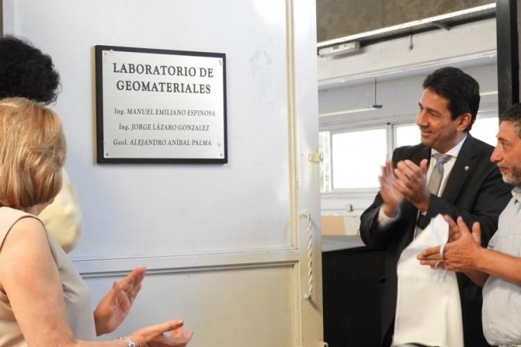 Ingeniería descubrió placa en homenaje a destacados profesores