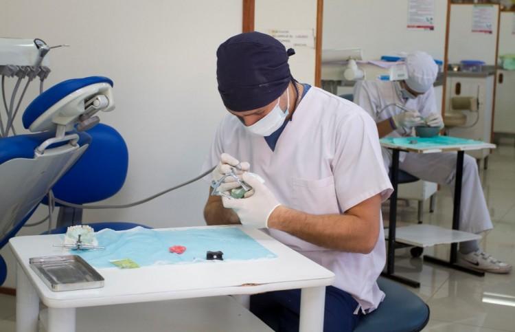 Cómo diseñar implantes dentales con tecnología 3D