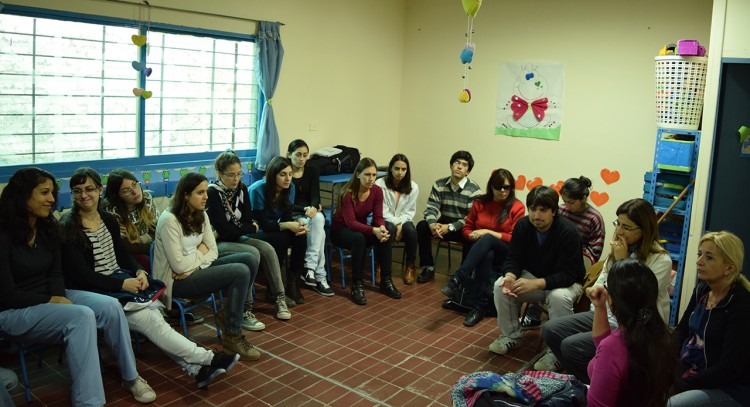 Suman estudiantes para proyecto de salud comunitaria