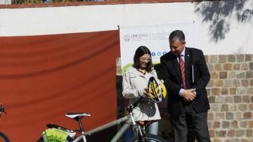 Estudiantes del sur mendocino recibieron e-readers y bicicletas