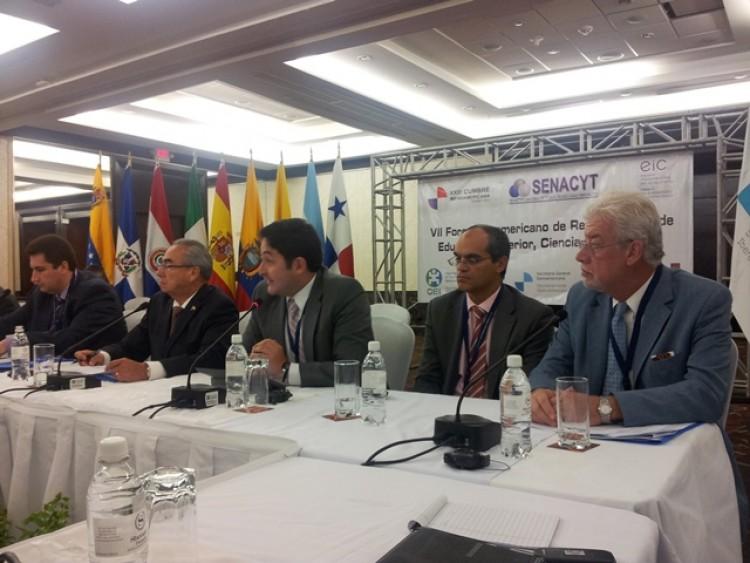 Somoza participó en Foro Iberoamericano de Educación Superior, Ciencia e Innovación