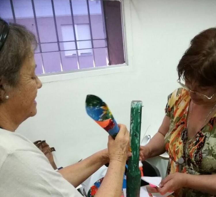 Adultos mayores crearon esculturas con materiales reciclables