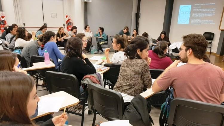 Docentes y estudiantes se capacitaron en arte y psicología médica