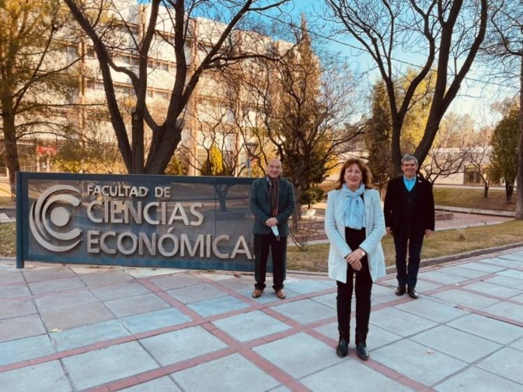 Cofundador de Sistema B visitó Ciencias Económicas para continuar con trabajos de triple impacto