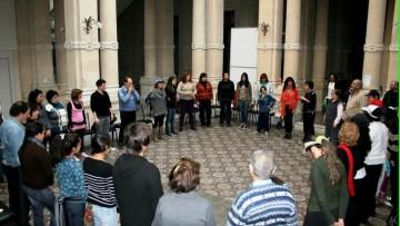 Analizan cómo el teatro y la murga ayudan a la creación de identidad en barrios y cárceles