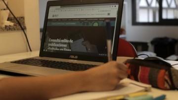 Educación: estudiantes tutores orientan a sus pares al iniciar sus carreras