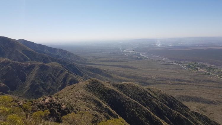 Antiguo Río Mendoza: detectan que abandonó tardíamente el piedemonte y que la existencia de lagos habría facilitado la instalación humana