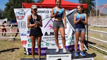 """Deportistas de la """"U"""" en el podio del Vendimia de Atletismo"""
